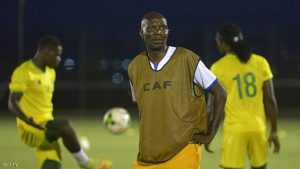 Zimbabwe's head coach Callisto Pasuwa attends a training session with his players in Moanda on January 14, 2017, ahead of their Africa Cup of Nations match. / AFP / KHALED DESOUKI        (Photo credit should read KHALED DESOUKI/AFP/Getty Images)