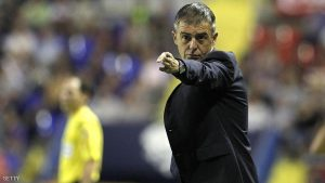 Levante's coach Lucas Alcaraz gestures during the Spanish league football match Levante UD vs SD Eibar at the Ciutat de Valencia stadium in Valencia on September 23, 2015. AFP PHOTO / JOSE JORDAN (Photo credit should read JOSE JORDAN/AFP/Getty Images)