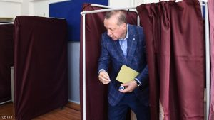 TOPSHOT - Turkish President Recep Tayyip Erdogan holds his ballot as he leaves a booth to cast his vote in the referendum on expanding the powers of the president at a polling station in the Uskudar district of Istanbul, on April 16, 2017. Erdogan said the tightly-contested referendum on expanding the powers of the head of state was a vote for the future of Turkey. The first polling stations opened in the tightly contested referendum on expanding the powers of the president, seen as a crossroads in the modern history of the country.  / AFP PHOTO / OZAN KOSE        (Photo credit should read OZAN KOSE/AFP/Getty Images)