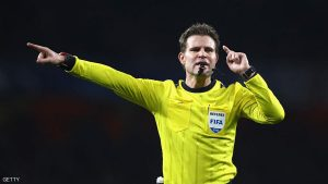 LONDON, ENGLAND - NOVEMBER 23: Referee Felix Brych points during the UEFA Champions League Group A match between Arsenal FC and Paris Saint-Germain at the Emirates Stadium on November 23, 2016 in London, England.  (Photo by Julian Finney/Getty Images)